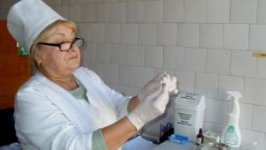 В «Тропиных» медики вакцинируются от гриппа, побуждая своим примером других